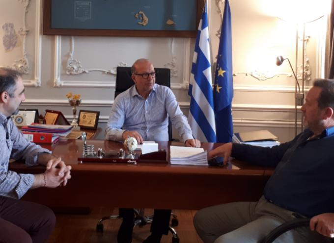 Με τον Δήμαρχο Κύθνου και τον Αντιδήμαρχο Κέας συναντήθηκε ο Γ. Λεονταρίτης