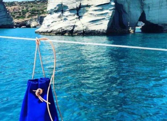 We Wear Young: Το ελληνικό brand από τη Σαντορίνη που νοσταλγεί το καλοκαίρι