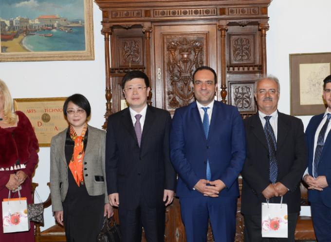 Σε Μύκονο και Δήλο ο Πρέσβης της Κίνας στην Ελλάδα