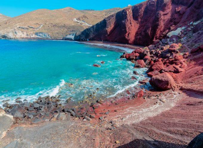 Δήμος Θήρας: Απαγόρευση προσέγγισης και διέλευσης στην Κόκκινη Παραλία