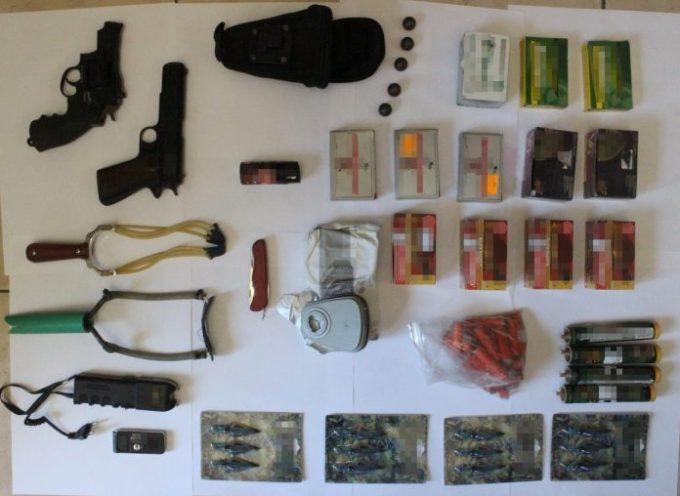 Με τη συνδρομή αστυνομικών του Αστυνομικού Τμήματος Θήρας, Συνελήφθη 58χρονος για κατοχή όπλων και βεγγαλικών στην Αλεξανδρούπολη