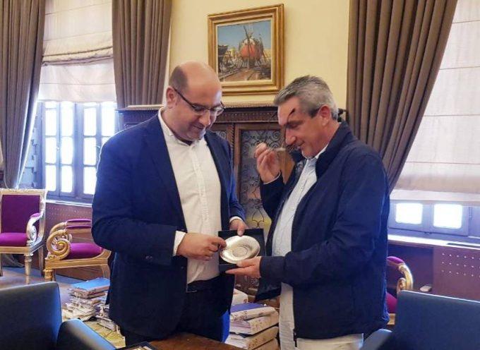 Συνάντηση του Περιφερειάρχη Ν. Αιγαίου με τον Δήμαρχο Λάρνακας μετά τη Διδυμοποίηση των Μαραθωνίων της Ρόδου και της Λάρνακας