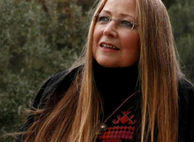 «Το ξανθό κορίτσι της Σαντορίνης»: Ένα αυτοβιογραφικό βιβλίο της Μαρίζας Κωχ