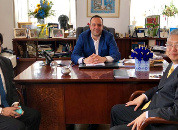 Με αντιπροσωπεία της Πρεσβείας της Ταϊλάνδης συναντήθηκε ο Δήμαρχος Μυκόνου