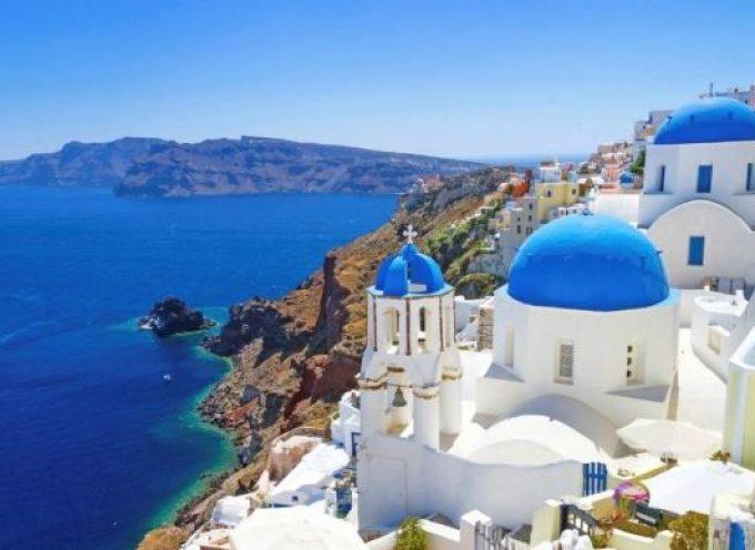 CNN: η Σαντορίνη μέσα στις τρεις περιοχές της Ελλάδας για όσους αγαπούν το κρασί