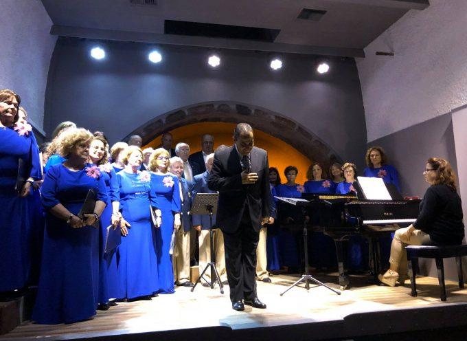 Όμορφη παράσταση της Χορωδίας Κερατέας στη Σαντορίνη- άφαντοι οι εκπρόσωποι του Δήμου-απογοητεύθηκε ο Δήμαρχος Λαυρίου