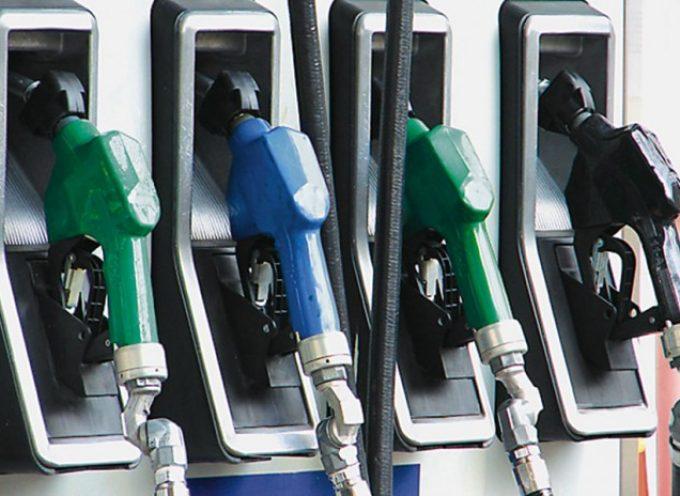 «Φωτιά» τα καύσιμα στα νησιά του Αιγαίου