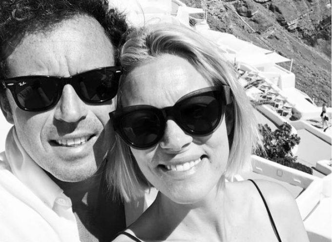 Βίκυ καγιά & Ηλίας Κρασσάς: Πιο ερωτευμένοι από ποτέ στη Σαντορίνη