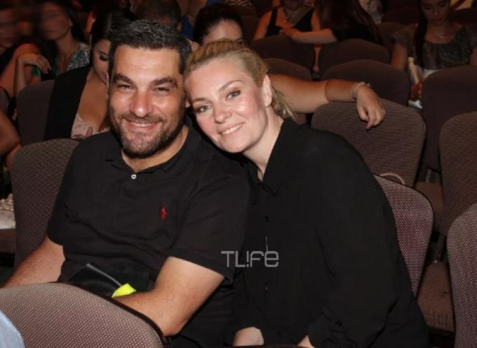 Ελισάβετ Μουτάφη – Μάνος Νιφλής: Θεατρική βραδιά για το ερωτευμένο ζευγάρι, λίγους μήνες πριν τον γάμο του στην Σαντορίνη!