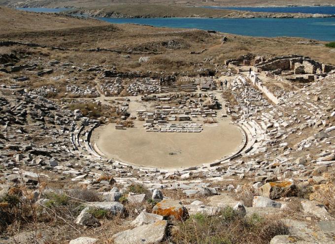 Συνεργασία της Περιφέρειας Νοτίου Αιγαίου και Δήμου Μυκόνου για την αναστήλωση του αρχαίου θεάτρου της Δήλου