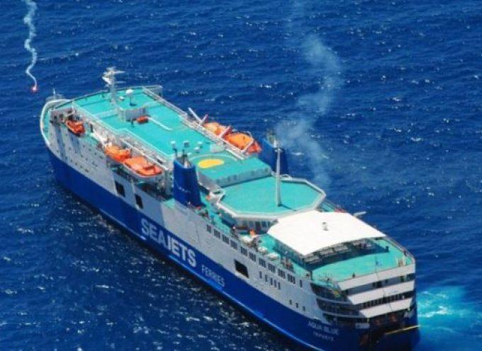 Θερμή υποδοχή του Aqua Blue στην Σαντορίνη