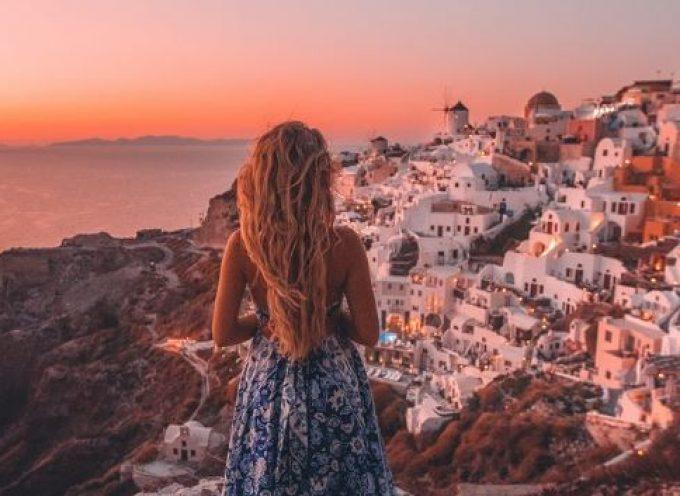 Οι πιο διάσημοι travel bloggers λατρεύουν Μύκονο και Σαντορίνη