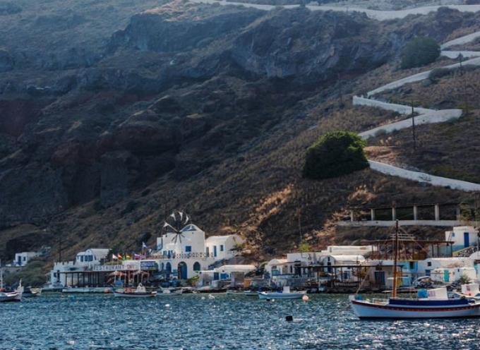 Θηρασιά, η «μικρή αδελφή» της Σαντορίνης: Διακοπές στο νησί της απόλυτης γαλήνης
