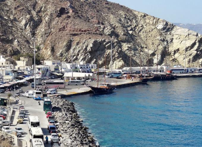 Ο Δήμος Θήρας ενημερώνει για την κατάσταση του λιμένα Αθηνιού