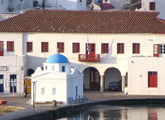 Ο Δήμος Μυκόνου είναι ο πρώτος της χώρας που καταβάλλει «13ο μισθό» σε Δημοσίους Υπαλλήλους