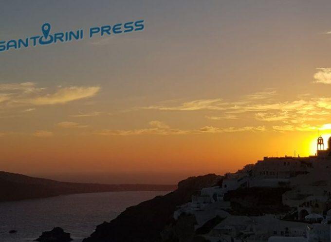 Το ηλιοβασίλεμα από την «απάνω μεριά» του ομορφότερου νησιού στον κόσμο