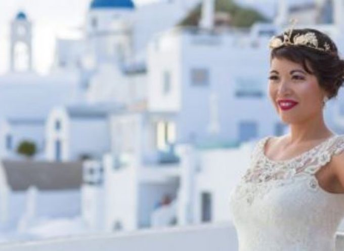 38χρονη παντρεύτηκε στη Σαντορίνη τον εαυτό της αφού ο αρραβωνιαστικός της την χώρισε τρεις μήνες πριν