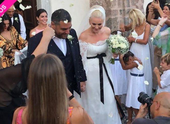 Ελισάβετ Μουτάφη: Το πρώτο ποστ και φωτογραφίες από το γάμο της στη Σαντορίνη