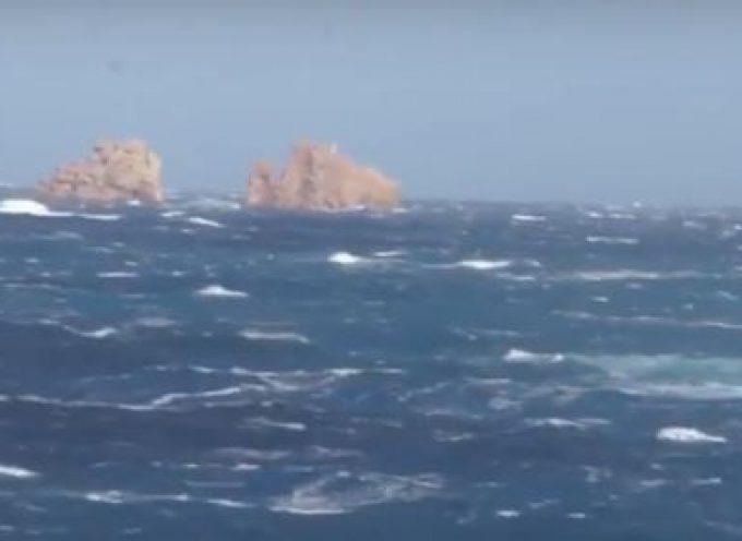 Βαθιά συγκίνηση και περισυλλογή στις επιμνημόσυνες τελετές για τους νεκρούς του ναυαγίου του «Εξπρές Σάμινα». (Βίντεο)