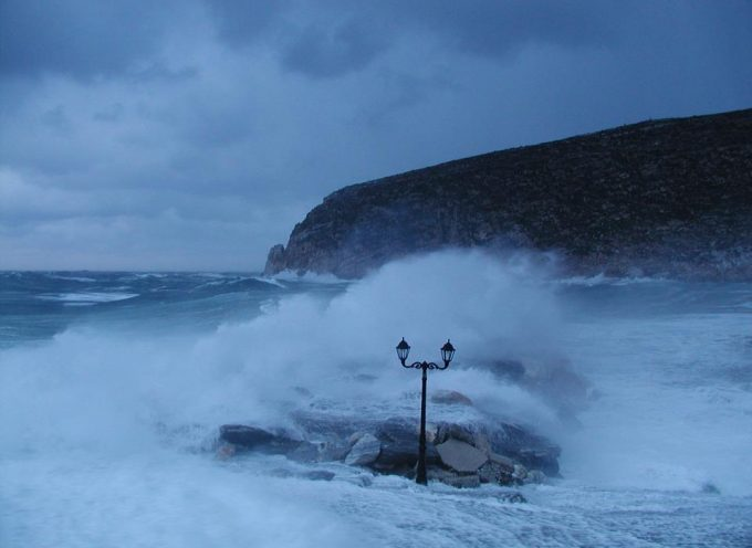 Θυελλώδεις άνεμοι που, τοπικά, θα φτάσουν και τα 10 μποφόρ, βροχές και σποραδικές καταιγίδες θα είναι τα κύρια χαρακτηριστικά του καιρού έως και την Κυριακή 30 Σεπτεμβρίου.