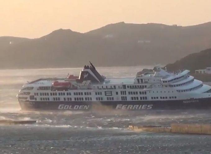Καιρός: Δείτε το Superferry να μπαίνει στο λιμάνι της Τήνου με μεγάλη κλίση από τα μποφόρ!