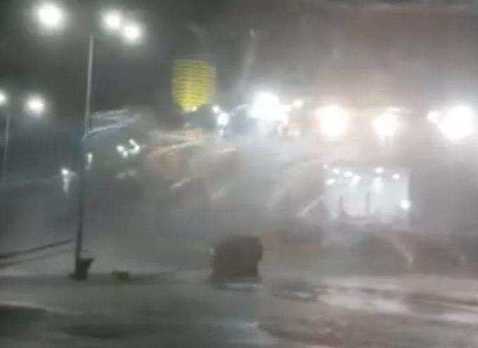 Βίντεο: Το Superruner δίνει μάχη για να κρατηθεί δεμένο στο λιμάνι της Ραφήνας