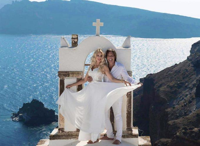 Στράτος Τζώρτζογλου – Σοφία Μαριόλα: Γαμπρός και νύφη στη Σαντορίνη! Φωτογραφίες