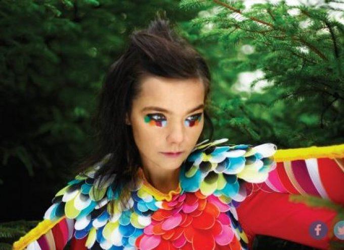 H Björk στη Σαντορίνη – Το πρότζεκτ που ετοιμάζει στο παγκοσμίως διάσημο Black Rock Studio