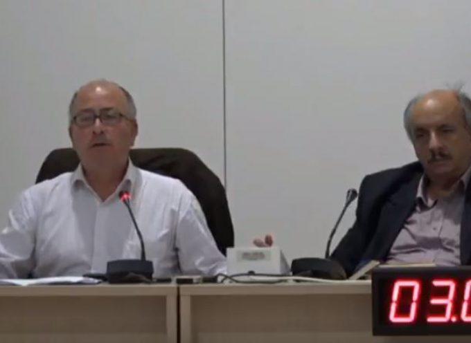 ΒΙΝΤΕΟ: Το Δημοτικό Συμβούλιο Θήρας συζητά το θέμα «ΑΥΘΑΙΡΕΤΗ ΔΟΜΗΣΗ ΣΤΗΝ ΣΑΝΤΟΡΙΝΗ»