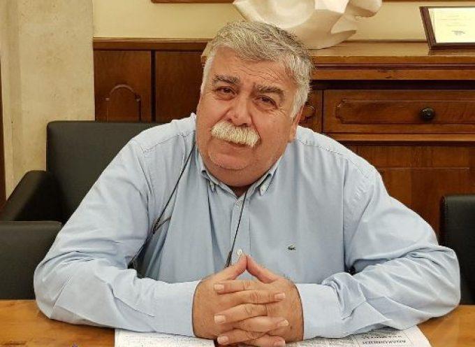 Σε ποιον απαντά «σκληρά» ο Μανώλης Γλυνός για τη δημοσκόπηση; Στην ALCO ή στο newsit.gr;
