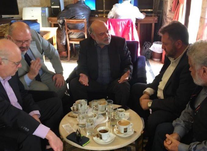 Με βουλευτές και κοινοβουλευτικό εκπρόσωπο του ΣΥΡΙΖΑ συναντήθηκε ο υποψήφιος Δήμαρχος Θήρας Μανόλης Ορφανός