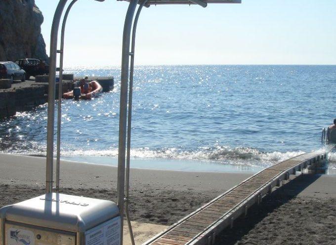 Δήμος Θήρας: Σύστημα αυτόνομης πρόσβασης για ΑμεΑ στην παραλία Καμαρίου