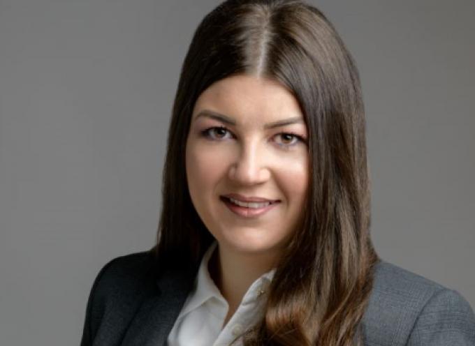 Υποψήφια με την παράταξη του Περιφερειάρχη Γιώργου Χατζημάρκου, η Ιουλία Καραμολέγκου, από την Σαντορίνη