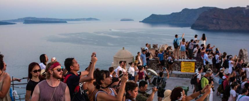 Ευρωπαϊκό Κοινοβούλιο: Η Σαντορίνη δεν χωρά άλλους τουρίστες!