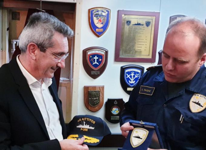 Επίσκεψη του Περιφερειάρχη Νοτίου Αιγαίου  στην Κ/Φ «ΑΗΤΤΗΤΟΣ» του Πολεμικού Ναυτικού