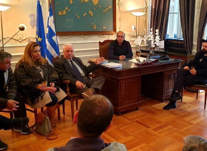 Με τον Δήμαρχο Κέας κ. Ευαγγέλου και μέλη του Πολιτιστικού Συλλόγου Κέας συναντήθηκε ο Γ. Λεονταρίτης