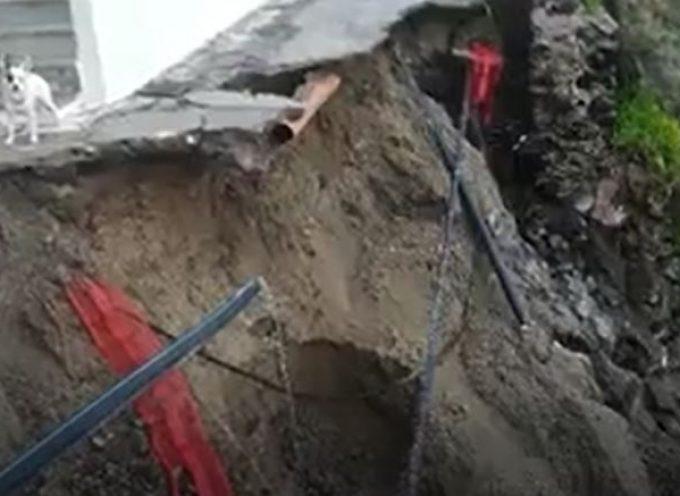 VIDEO: Στο χείλος του γκρεμού βρέθηκε σπίτι στο Φηροστεφάνι μετά την κακοκαιρία