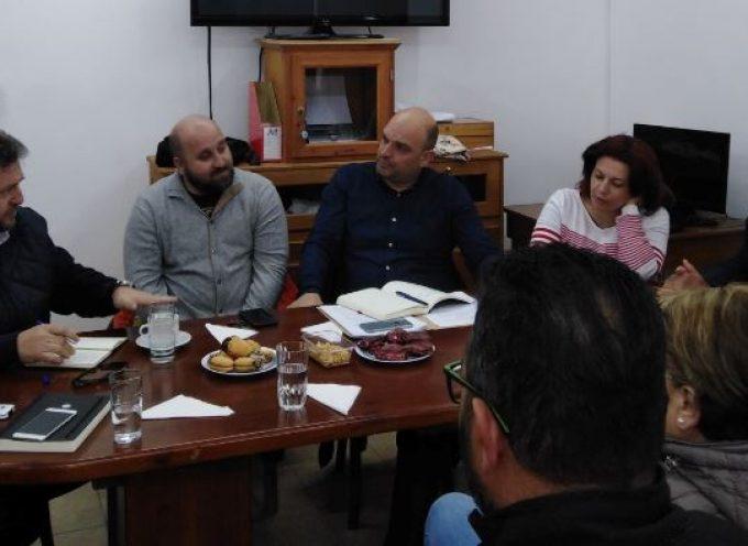 Συνάντηση του Δημοτικού Συμβούλου και υποψηφίου Δημάρχου Θήρας Μανόλη Ορφανού στον Πολιτιστικό Σύλλογο Φηρών