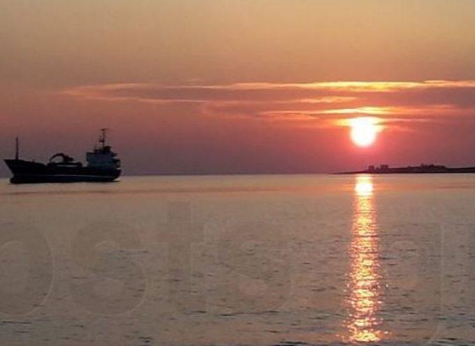 VIDEO: Μαγευτικός κατάπλους του πλοίου «Πάρος» στην Πάρο!
