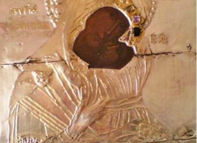 Η ΙΕΡΑ ΕΙΚΟΝΑ ΤΗΣ ΥΠΕΡΑΓΙΑΣ ΘΕΟΤΟΚΟΥ «ΧΟΖΟΒΙΩΤΙΣΣΗΣ» ΣΤΗ ΣΑΝΤΟΡΙΝΗ ΓΙΑ ΤΗΝ ΕΟΡΤΗ ΤΟΥ ΕΝΟΡΙΑΚΟΥ ΙΕΡΟΥ ΝΑΟΥ ΕΥΑΓΓΕΛΙΣΜΟΥ ΘΕΟΤΟΚΟΥ ΕΜΠΟΡΕΙΟΥ