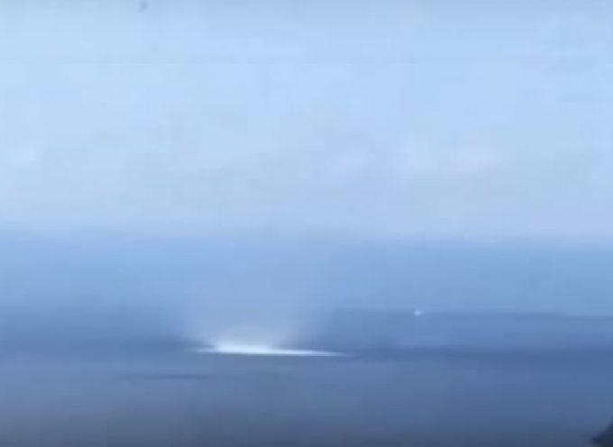 Ένας εντυπωσιακός υδροστρόβιλος τάραξε τα νερά στη Σύρο