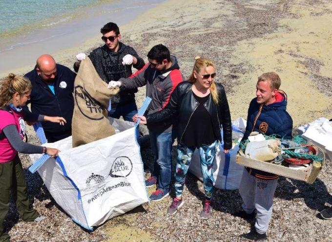 KeepAegaenBlue: 512 κιλά σκουπίδια έβγαλαν μαθητές και δύτες, από παραλία της Νάξου