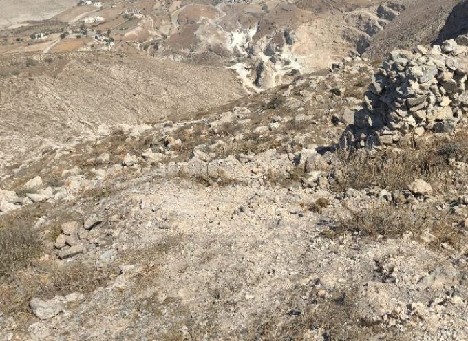 Νεκροί Βρετανοί τουρίστες μετά από πτώση γουρούνας σε χαράδρα στη Σαντορίνη