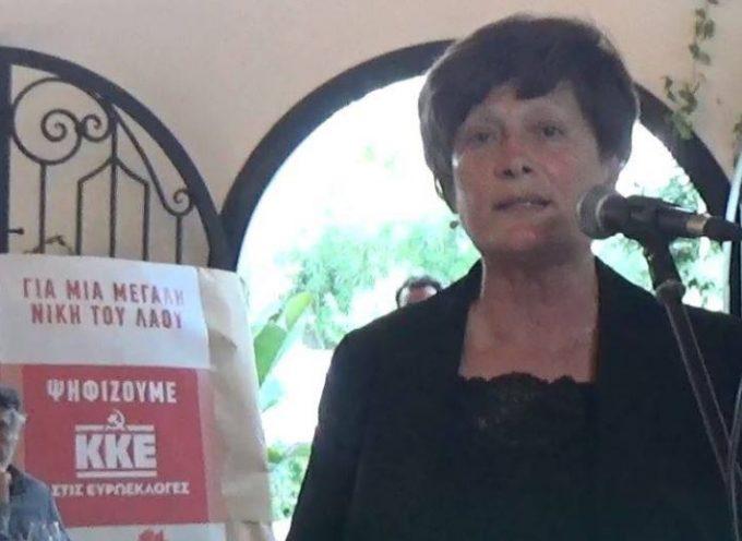 Η υποψήφια Δήμαρχος για το Δήμο Θήρας Μ. Αργυρού σε συνεστίαση της Λαϊκής Συσπείρωσης