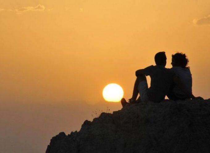 Η Σαντορίνη στους 12 κορυφαίους καλοκαιρινούς προορισμούς για ζευγάρια