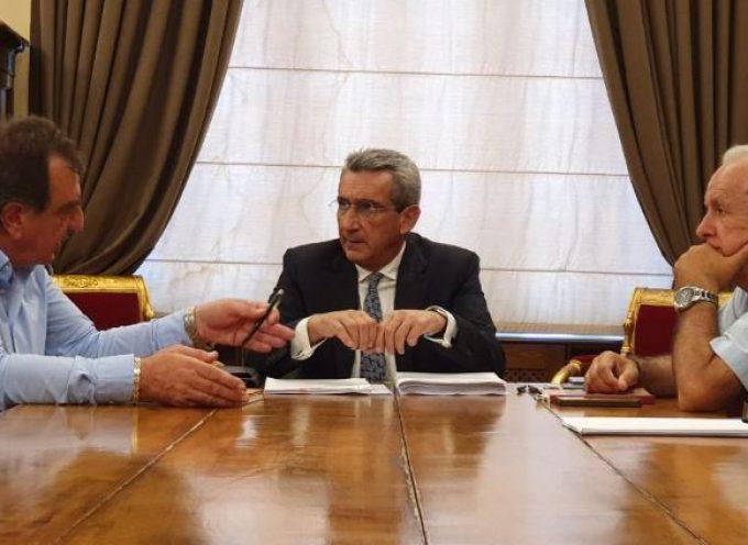 Συνεργασία του περιφερειάρχη, Γιώργου Χατζημάρκου με τους νεοεκλεγέντες δήμαρχο Θήρας, Αντώνη Σιγάλα και περιφερειακό σύμβουλο Π.Ε. Θήρας, Χαράλαμπο Δαρζέντα