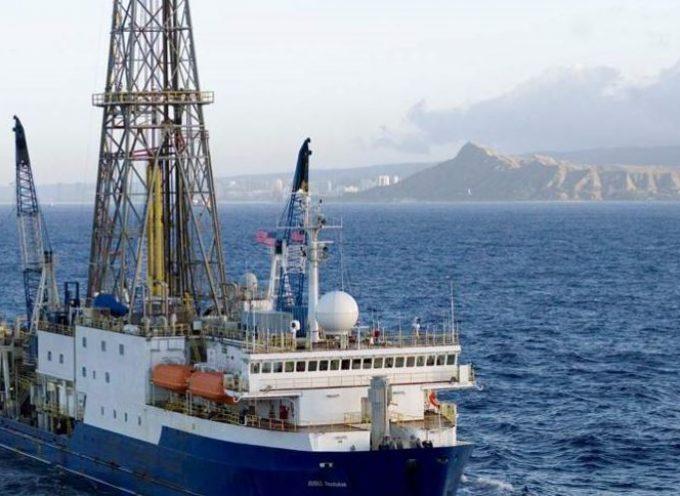 Σαντορίνη: Ελληνες και ξένοι επιστήμονες σχεδιάζουν υποθαλάσσιες ερευνητικές γεωτρήσεις για να μελετήσουν το ηφαίστειο