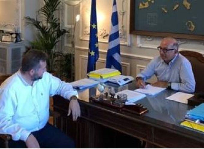 Με τον Γιώργο Λεονταρίτη συναντήθηκε ο Μανόλης Ορφανός στη Σύρο