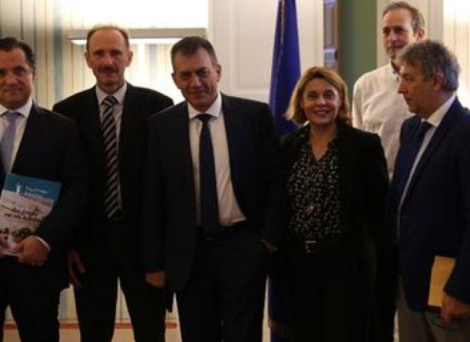 Το Επιμελητήριο Κυκλάδων επισκέφθηκαν ο Υπουργός Ανάπτυξης και Επενδύσεων κ. Άδωνις Γεωργιάδης και ο Υπουργός Εργασίας και Κοινωνικών Υποθέσεων  κ. Ιωάννης Βρούτσης