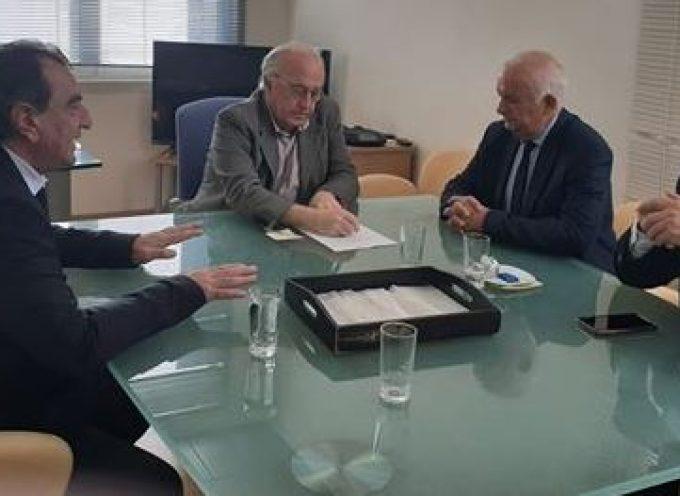 Τον Πρόεδρο και τον Αντιπρόεδρο της Α.Ε.Μ.Υ. ΑΕ συνάντησαν ο Έπαρχος και ο Δήμαρχος Θήρας για το θέμα των νεφροπαθών στη Σαντορίνη